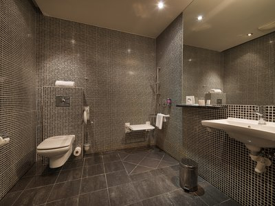 EA Hotel Crystal Palace**** - bathroom - barrier-free room