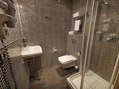 EA Hotel Crystal Palace**** - bathroom - single room